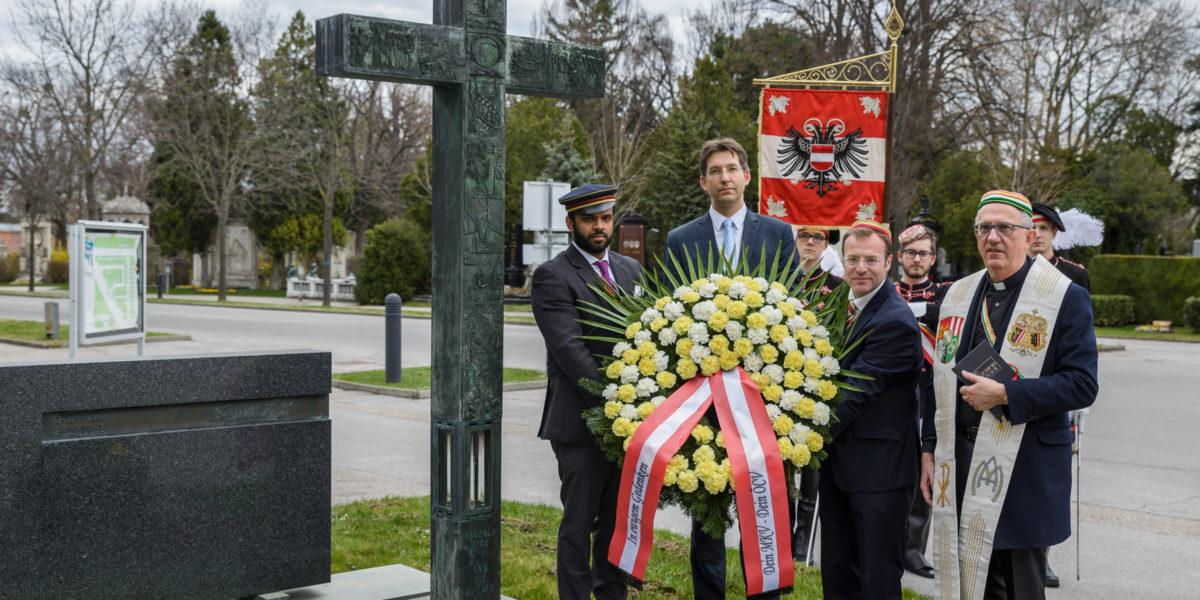 MKV und ÖCV gedenken am Grab von Leopold Figl 1. Dachautransport vor 80 Jahren